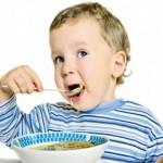 Cho trẻ ăn cái hay ăn nước???