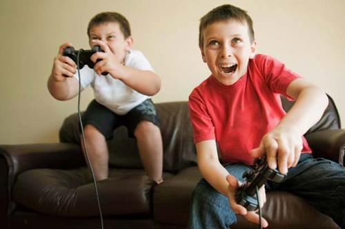 Trẻ bị tổn thương não nếu xem tivi quá nhiều