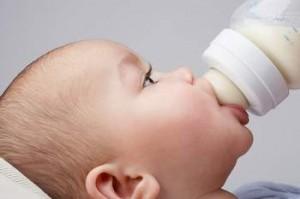 Điều trị và chăm sóc trẻ mắc bệnh chàm sữa thế nào