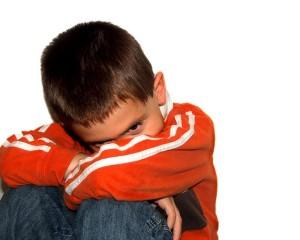 trẻ tự kỷ có biểu hiện như nào
