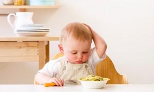 tai sao trẻ biếng ăn