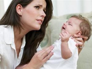 làm gì khi trẻ bị sốt co giật