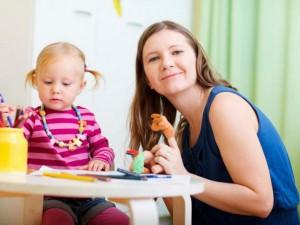 Các cách phòng tránh trẻ tự nhét đồ vật vào tai