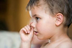 Xử trí thế nào khi trẻ bị nghẹt mũi viêm mũi?
