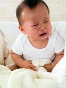 Dấu hiệu trẻ đau bụng, trẻ hay đau bụng, xử trí khi trẻ đau bụng