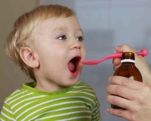 Sử dụng thuốc cho trẻ cần có sự chỉ định của bác sĩ