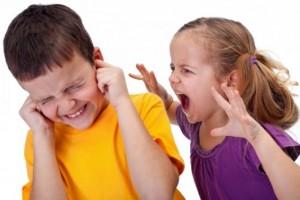 Trẻ hay ăn hiếp bạn, trẻ hay đánh vật nuôi, trẻ thích trò chơi bạo lực