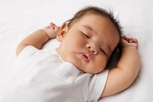 Triệu chứng nguy hiểm ở trẻ sơ sinh, trẻ khó thở, trẻ sốt, trẻ ho, trẻ mất nước, trẻ vàng da, trẻ tím tái