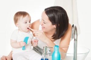 Trẻ tưa lưỡi, trẻ viêm lợi, nanh ở trẻ, trẻ bỏ bú, trẻ mọc nanh, viêm loét miệng, viêm lưỡi