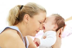 Bình tĩnh xử trí khi trẻ khóc