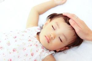 Trẻ ngủ, trẻ bệnh, trẻ ốm, trẻ ra mồ hôi trộm, bệnh trẻ em