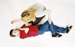 giật toàn thân hay cục bộcác cơn động kinh trẻ bị động kinh thời gian co giật kiểu co giậtbiểu hiện của bé trong và sau cơn co giật