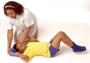bệnh động kinh cách xử trítrẻ lên cơn động kinh,biểu hiện cơn động kinh của trẻ các cơn động kinh Những điều cần tránh trẻ bị động kinh theo dõi diễn biến sức khỏphân biệt co giật do động kinh với co giật do những nguyên nhân khác