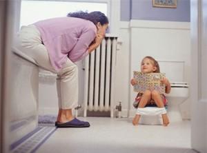 Trẻ tập bô, tập cho trẻ đi vệ sinh