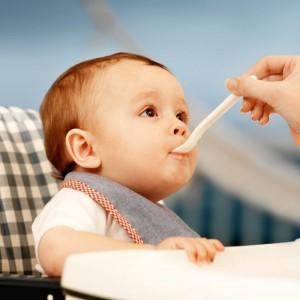 Cách cai sữa cho bé hiệu quả, cho trẻ sơ sinh ăn đúng cách