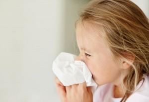 trẻ bị viêm mũi, viêm mũi trẻ em