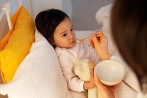 Biểu hiện của ngộ độc thức ăn ở trẻ
