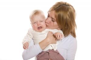 trẻ hay quấy khóc đêm, em bé mới sinh hay khóc đêm