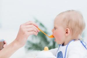 bé ăn dặm đúng cách, cách cho con ăn dặm đúng cách, ăn dặm đúng cách và an toàn cho bé