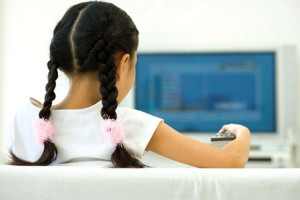 trẻ nghiệm tivi có hại thế nào