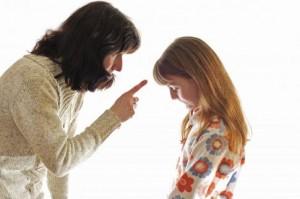 Nếu bố mẹ có thói quen so sánh bé với anh (chị) mình, bé sẽ dần hình thành tâm lý bi quan, mặc cảm hoặc cáu kỉnh, khó chịu.