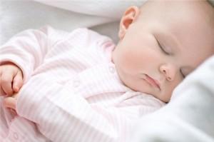 điều trị trẻ bị sốt đúng cách, trẻ bị sốt phải làm sao