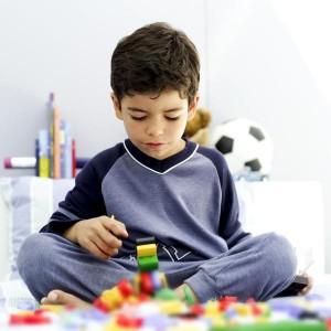 nguyên nhân trẻ tự kỷ, dấu hiệu của bệnh tự kỷ ở trẻ em