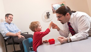 Các bậc phụ huynh cũng nên thẳng thắn nhìn nhận vấn đề con em mình đang gặp phải và tìm ra phương pháp phù hợp nhất để áp dụng điều trị cho con mình.
