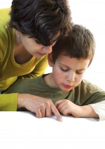 dấu hiệu của bệnh tự kỷ ở trẻ em, nguyên nhân trẻ tự kỷ