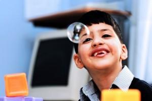 dấu hiệu tự kỷ ở trẻ nhỏ, biểu hiện của bệnh tự kỷ ở trẻ em