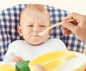 chế biến thức ăn dặm cho bé 6 tháng tuổi