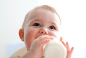 bé sơ sinh bị dị ứng sữa