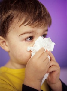 trẻ viêm mũi dị ứng và cách điều trị