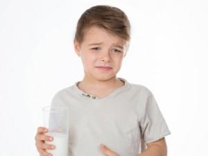 trẻ bị dị ứng sữa phải làm sao