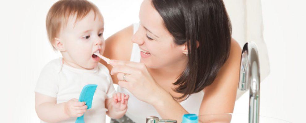 Trẻ tưa lưỡi, trẻ viêm lợi, nanh ở trẻ, trẻ bỏ bú, trẻ mọc nanh