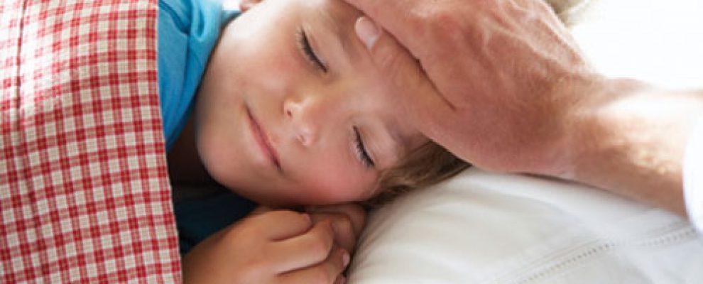 Cảm giác bất an khi con bị bệnh là điều không tránh khỏi, nhưng không nên lo lắng quá bởi có thể ảnh hưởng rất lớn tới tình trạng sức khỏe của con. Vì vậy, nói thế nào để con hiểu về bệnh của con là điều rất quan trọng.