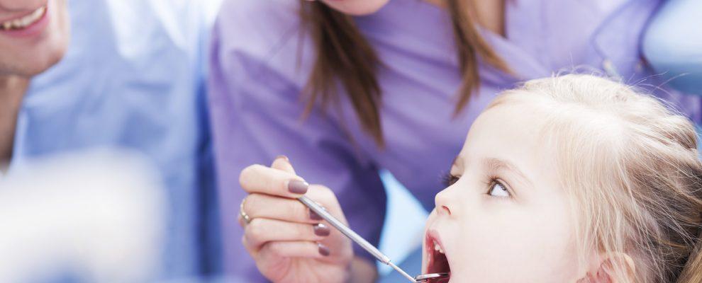 trẻ thay răng sữa, răng trẻ mọc lệch