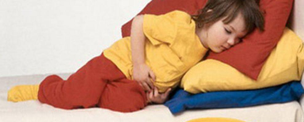 bé bị ngộ độc thức ăn, sơ cứu khi trẻ bị ngộ độc thực phẩm