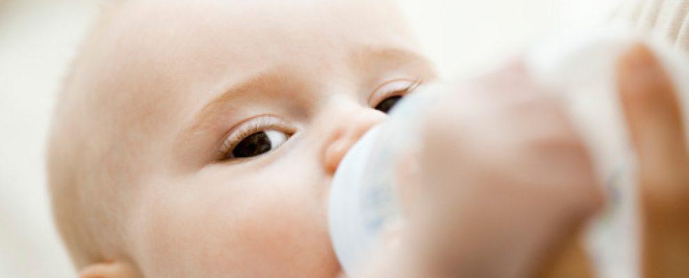cách cho bé sơ sinh bú