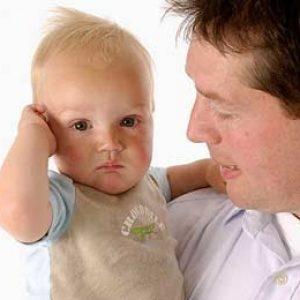 làm gì khi trẻ bị chảy mủ ở tai