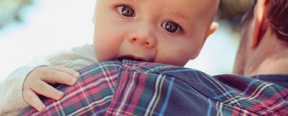 trẻ em bị trớ, bé hay bị trớ, trẻ sơ sinh bị trớ